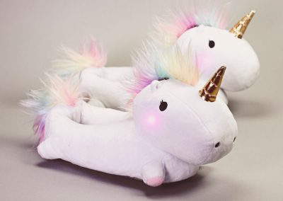 enchanted-light-up-unicorn-slippers-unicornsaker.se